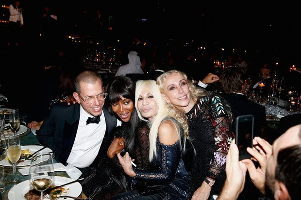 Sozzani in 2013 with the chairman of Condé Nast International, Jonathan Newhouse, Naomi Campbell and Donatella Versace in 2013